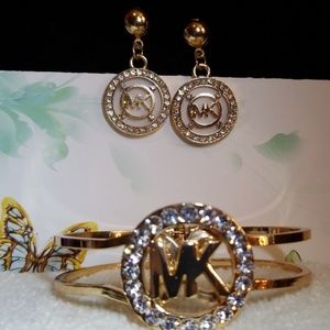 Nice Michael Kors clasp bracelet w/post stud earri